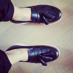 Clara // Repost @sophie.coutinho @grensongirlsofficial #grenson #grensonshoes #grensongirls #clara #tassel #loafer #black #leather #loafer #womens #gtwo #respost