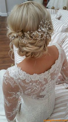 42 Gorgeous Wedding Hairstylesup do wedding hairstyles with hair vine and bra Indian Bridal Hairstyles, Romantic Hairstyles, Wedding Hairstyles For Long Hair, Curled Hairstyles, Bride Hairstyles, Hairstyles 2018, Beautiful Hairstyles, Newest Hairstyles, Hairstyle Ideas