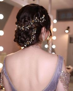 Indian Bun Hairstyles, Lehenga Hairstyles, Bride Hairstyles, Cool Hairstyles, Bridal Hair Buns, Indian Bridal Makeup, Beautiful Curves, Gorgeous Hair, Braids
