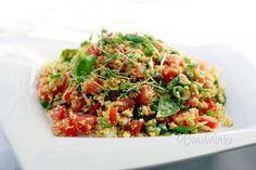 Kuskus je vlastne cestovina, ktorá sa pripravuje sparením horúcou vodou, alebo vývarom v pomere 1:1,5. Kuskus vodu vsiakne do seba, nabobtná a je krásne kyprý. Je to výborná príloha ku grilovanej zelenine, alebo na rôzne šaláty. Fried Rice, Fries, Cake Recipes, Food And Drink, Menu, Ethnic Recipes, Chinese, Diet, Recipes