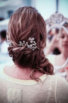 love the broach in the hair