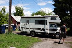 The Weekender: 1983 Minnie Winnie. Oh what a lovely little RV! Saving this for ideas love the colors they used inside ! Rv Motorhomes, Motorhomes For Sale, Weekender, Mini Motorhome, Class C Rv, Living On The Road, Rv Living, Fifth Wheel Trailers, Vintage Rv