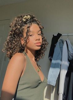 pretty people without makeup style hair cartoon hairstyles quotes curly hairstyles hairstyles braids hair vitamins hairstyles long face hairstyles mens 2019 hairstyles with bangs 2020 Quick Weave Hairstyles, Cute Curly Hairstyles, Long Face Hairstyles, Baddie Hairstyles, Twist Hairstyles, Hairstyles Pictures, Amazing Hairstyles, Quince Hairstyles, Naturally Curly Hairstyles