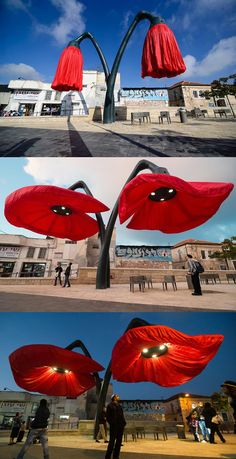 These giant flower sculptures respond to the activity around them by blooming. These giant flower sculptures respond to the activity around them by blooming. Outdoor Sculpture, Outdoor Art, Sculpture Art, Formal Garden Design, Street Art, Ideias Diy, Giant Flowers, Street Furniture, Exterior