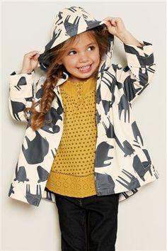 Rain coat Outfit Woman - Rain coat Kids For Girls - - - Rain coat Runway - Outfits Niños, Kids Outfits, Little Girl Fashion, Fashion Kids, Raincoat Outfit, Creation Couture, Stylish Kids, Kid Styles, Kind Mode