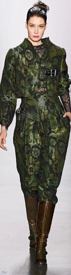 Fast Fashion, Fashion 2020, Runway Fashion, High Fashion, Fashion Show, Fashion Trends, Floral Fashion, Green Fashion, Autumn Fashion