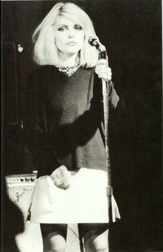Debbie Harry @ CBGB, 1976 - love her music! Blondie Debbie Harry, Women Of Rock, Estilo Rock, The Victim, New Wave, Portrait, Lady, Rock And Roll, Style Icons