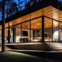 This modern home really connects with nature. Completed in it was designed by the architecture firm Wernerfield, located in Cedar Creek Reservoir, TX. Modern Architecture House, Facade Architecture, Residential Architecture, Tiny House Design, Modern House Design, Container Homes Australia, Casas Containers, Open Space Living, Contemporary House Plans
