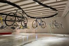 Iconic Bicycle Design: 'Free Wheel' exhibition at Design Museum Holon Bicycle Cafe, Bicycle Garage, Bicycle Store, Showroom Design, Shop Interior Design, Retail Design, Store Design, Design Design, Velo Shop