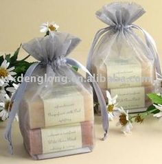 organza gift soap packing bag - Home Made Soap Handmade Soap Packaging, Handmade Soaps, Soap Packing, Soap Labels, Gift Wraping, Fabric Gift Bags, Soap Favors, Homemade Soap Recipes, Goat Milk Soap