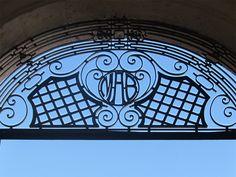 Cacería Tipográfica N° 170: Monograma MAB en zagúan de casona en la calle La Merced, Centro Histórico de Arequipa.