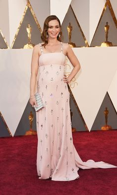 Pin for Later: Emily Blunt Is Already a Winner at the Oscars With Her Sweet Baby Bump