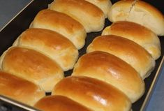 Découvrez cette délicieuse recette des peti… Milk rolls with Thermomix. Discover this delicious recipe for buns with milk, simple and easy to make at home at the Thermomix. Pain Thermomix, Thermomix Bread, Yeast Dinner Rolls Recipe, Homemade Dinner Rolls, Homemade Breads, Recipe To Use Up Milk, Milk Recipes, Bread Recipes, Cheese Recipes