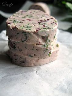 Red wine compound butter - great with steak    http://www.underthehighchair.com/2009/08/beef-chronicles-rib-steak-with-beurre.html