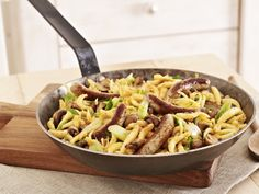 Spätzle (soft egg noodles from Swabia) with sausages Spatzle, Eat Smarter, Winter Food, Pasta Salad, Green Beans, Macaroni And Cheese, Menu, Lunch, Snacks