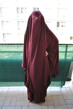Lovely Burgundy Jilbab with Khimar Niqab Fashion, Fashion Dresses, Muslim Women Fashion, Islam Women, Hijab Stile, Hijab Niqab, Beautiful Hijab, Modest Outfits, Rock