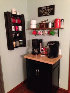 Coffee Bar Ideas - Looking for some coffee bar ideas? Here you'll find home coffee bar, DIY coffee bar, and kitchen coffee station. Coffee Corner Kitchen, Coffee Nook, Coffee Bar Home, Home Coffee Stations, Coffee Bars, Coffee Cup, Cafe Bar, Kitchen Bar Decor, Kitchen Ideas
