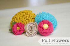 5 different felt flowers and they don't look too difficult!