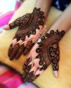 Best 11 Mehndi henna designs are always searchable by Pakistani women and girls. Women, girls and also kids apply henna on their hands, feet and also on neck to look more gorgeous and traditional. Henna Hand Designs, Mehndi Designs Finger, Mehndi Designs 2018, Modern Mehndi Designs, Mehndi Designs For Girls, Mehndi Designs For Fingers, Mehndi Designs For Hands, Henna Tattoo Designs, Floral Henna Designs