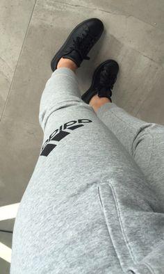 Secrets Of Sneaker Shopping. Tumblr Photography, Photography Poses, Girl Pictures, Girl Photos, Mode Outfits, Fashion Outfits, Fake Photo, Photos Tumblr, Selfie Poses