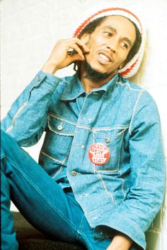 Bob Marley http://www.vogue.fr/culture/a-ecouter/diaporama/la-playlist-de-georgia-may-jagger/14473/image/805465#!bob-marley