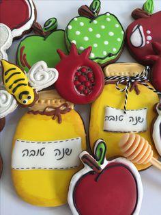 עוגיות מעוצבות לראש השנה Decorated cookies with royal icing Rosh Hashana