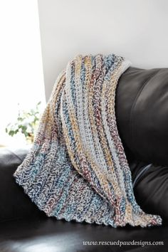 Chunky Crochet Blankets Make this beginner crochet blanket pattern today! Use the free crochet pattern provided for 5 different sizes and get started on your very own crochet throw! Crochet Afghans, Chunky Crochet Blanket Pattern Free, Crochet For Beginners Blanket, Crochet Patterns Amigurumi, Crochet Yarn, Free Crochet, Blanket Crochet, Chunky Blanket, Beginner Crochet