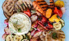 Een gezellige borrel of barbecue op de planning? Met deze recepten voor gezonde sausjes, dips en smeersels kun jij guilt free genieten!