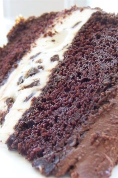 It's cake and ice cream in two lovely cold layers, yummy friendly fun! Ice Cream Desserts, Ice Cream Flavors, Frozen Desserts, Summer Desserts, Ice Cream Recipes, Frozen Treats, Easy Desserts, Dessert Recipes, Summer Treats