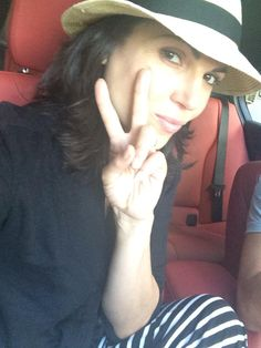 Lana tweeting the peace sign for charity.  :-)