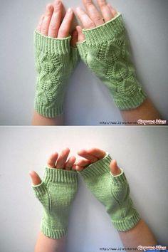 Митенки. Fingerless Gloves Knitted, Crochet Gloves, Knit Crochet, Baby Mittens, Knit Mittens, Rib Stitch Knitting, Outlander Knitting, Crochet Shoes Pattern, Wrist Warmers