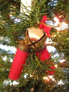 Shotgun Shell Ornament..... I'll take a look at this later, I do need to find something to sell at my table for the dudes