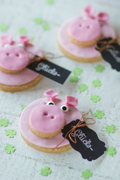 For those who can't get enough of cookies: pig-biscuits . - For those who can't get enough of cookies: Pig-biscuits for the New Year's party! The MAD OWL t - Dessert Halloween, Halloween Cookie Recipes, Halloween Cookies Decorated, Halloween Sugar Cookies, Halloween Snacks, Pig Cookies, Pumpkin Sugar Cookies, Cookies Et Biscuits, Desserts For A Crowd