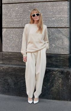 holiday outfits snow Your Official Guide to Wearing White Year-Round Max Mara, Isabel Marant, Mode Pastel, Dress Over Pants, Summer Work Outfits, Cool Style, My Style, Facon, Indian Fashion