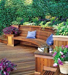 I když je plocha vyčleněná pro zahradu malá, nebo dokonce úzká, nemá smysl ji dále zmenšovat nebo do