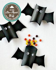 semplice tutorial per realizzare delle simpatiche scatoline per dolcetti a forma di pipistrello per Halloween!