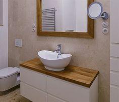 Úložné prostory v obou koupelnách jsou vyrobené na míru.