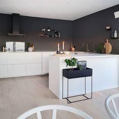 U Shaped Kitchen Kitchen Room Design, Kitchen Wall Colors, Kitchen Interior, New Kitchen, Kitchen Dining, Kitchen Decor, U Shape Kitchen, Small U Shaped Kitchens, Scandinavian Kitchen