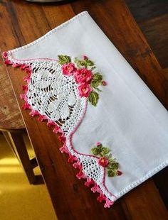 Grandmother was so gifted. Crochet Borders, Crochet Motif, Crochet Doilies, Crochet Flowers, Crochet Lace, Crochet Stitches, Crochet Patterns, Crochet Decoration, Crochet Home Decor
