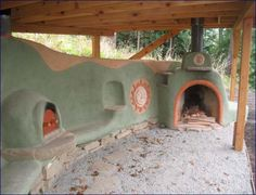 This is an example of a cob rumford fireplace on the right and a cob oven on the left. Outdoor Oven, Outdoor Cooking, Outdoor Kitchens, Cob Building, Earthship Home, Four A Pizza, Natural Homes, Rocket Stoves, Earth Homes