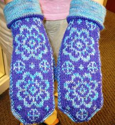 Ravelry: Daisy Mittens pattern by String Theory 2.0 - free -- want to try these cuffs for my long hands