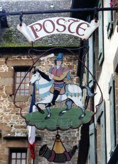 De postbezorger. - Een postiljon te paard blaast op zijn posthoorn als teken dat hij er aan komt (16720 ) Er was eigenlijk bijna geen post, en toch was het een man met aanzien. Hij beschikte over een paard en een adequate uitrusting.