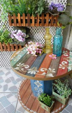 42 Summer Porch Decor Ideas that will delight you this season 42 Summer Porch Decor Ideas that will delight you this season Ihre Veranda ist der perfekte Ort, im Sommer zu 42 coole Sommer-Veranda-Dekor-Ideen,. Pallet Furniture, Furniture Projects, Wood Projects, Painted Furniture, Bedroom Furniture, Repurposed Furniture, Painted Wood, Antique Furniture, Painted Stools