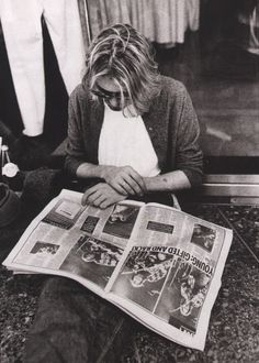 Kurt Cobain reading the paper