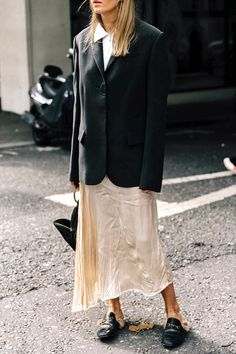 London Fashion Week street style inspires my everyday look more than the runways. Collage Vintage captures these looks season after. Street Style, Street Chic, Star Fashion, Fashion Outfits, Hippie Fashion, Vogue, Minimal Fashion, Minimal Chic, Vestidos