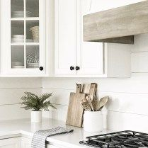 Kitchen vent hood - My favorite neutral paint colors and stains – Kitchen vent hood Farmhouse Style Kitchen, Modern Farmhouse Kitchens, Modern Farmhouse Style, White Kitchens, Farmhouse Ideas, Farmhouse Decor, Farm Style Kitchen Backsplash, Kitchen Island, Kitchen Cabinets