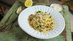 Spagetti Carbonara, Spagetti Recipe, Pudding Recipes, Chili, Spaghetti, Eat, Ethnic Recipes, Kitchen, Jamie Oliver