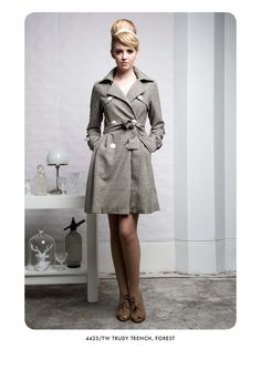 Love the trenchcoat and the #vintage inspired photoshoot.