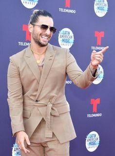 India Fashion Men, Indian Men Fashion, Suit Fashion, American Music Awards, Indian Wedding Clothes For Men, Maluma Pretty Boy, Italian Mens Fashion, Formal Shirts For Men, Casual Shirts