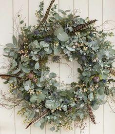 Dried Flower Wreaths, Greenery Wreath, Dried Flowers, Christmas Door Wreaths, Christmas Flowers, Christmas Crafts, Diy Spring Wreath, Diy Wreath, Homemade Wreaths